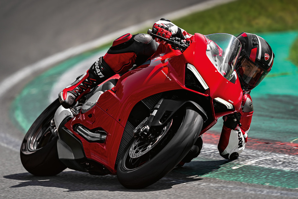 Panigale-V2-MY20-Ambience-05-Gallery-960x640